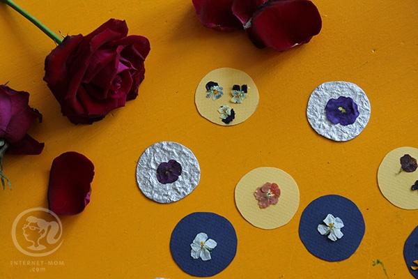 מדבקות מפרחים מיובשים